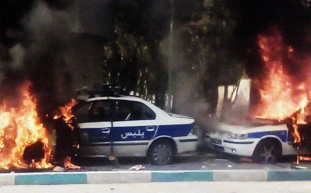 Protest proti zdražení pohonných hmot vjednom z íránských měst, Šírázu, v sobotu 16.listopadu 2019. Foto: SalamPix/ Abacapress.com/ ČTK