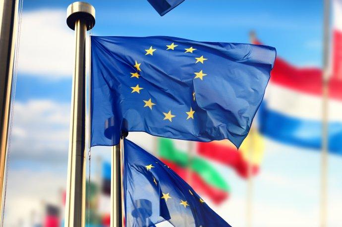 Žádný evropský stát nemá v21.století šanci samostatně prosadit na mezinárodním poli svou vůli, zájmy ani hodnoty. Tuto šanci má jen Evropa jakožto jeden celek zahrnující půl miliardy občanů, který tvoří pětinu světového HDP. Ekonomická síla ale nestačí, je třeba kní přidat sílu politickou avojenskou. Foto: Adobe Stock