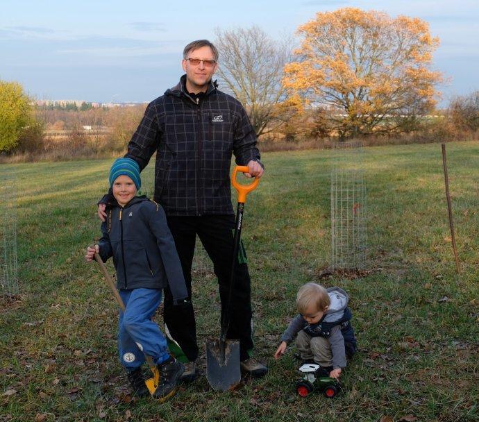 Na poli baví Davida hlavně fyzická práce, kromě toho chce, aby jeho děti věděly, jak to vpřírodě funguje. Zdroj: Archiv Davida Ježka