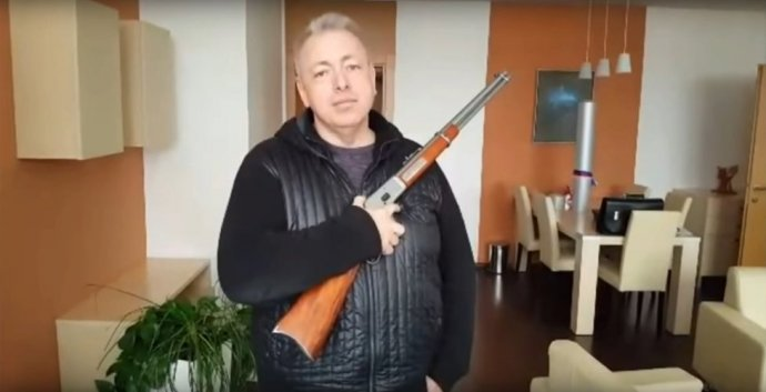 Velkým zastáncem vyzbrojování obyvatelstva byl někdejší sociálnědemokratický ministr vnitra Milan Chovanec. Foto: repro z FB M. Chovance