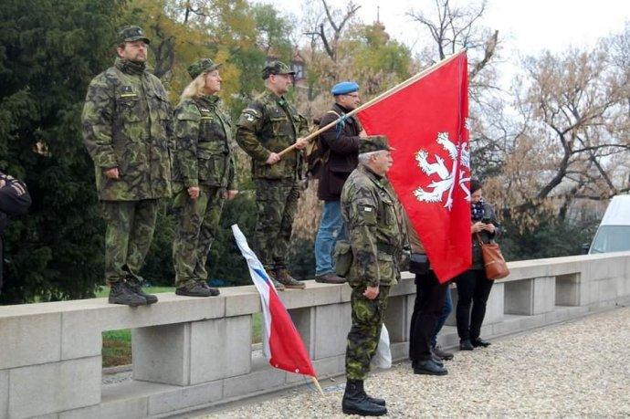 Příslušníci Zemské domobrany na oslavách dne válečných veteránů v listopadu 2018 v Brně. Foto: Facebookový profil jednoho z členů ZD