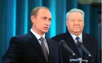 Putin skládá svou první prezidentskou přísahu po boku odcházejícího Jelcina. Zdroj: kremlin.ru