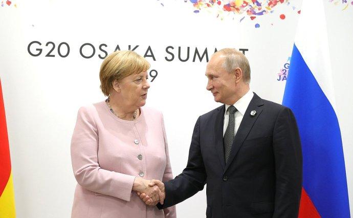 Setkání kancléřky Merkelové aprezidenta Putina během summitu G20vjaponské Ósace 2019. Foto:kremlin.ru