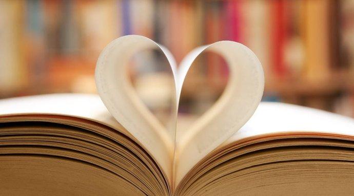 Láska prochází knihou. Foto: Wikimedia