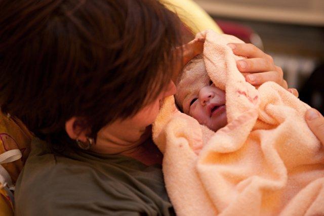 Vláda zrušila výjimku pro otce u porodu. Ti nyní nesmí za brány porodnic. Ilustrační snímek. Foto:ČTK
