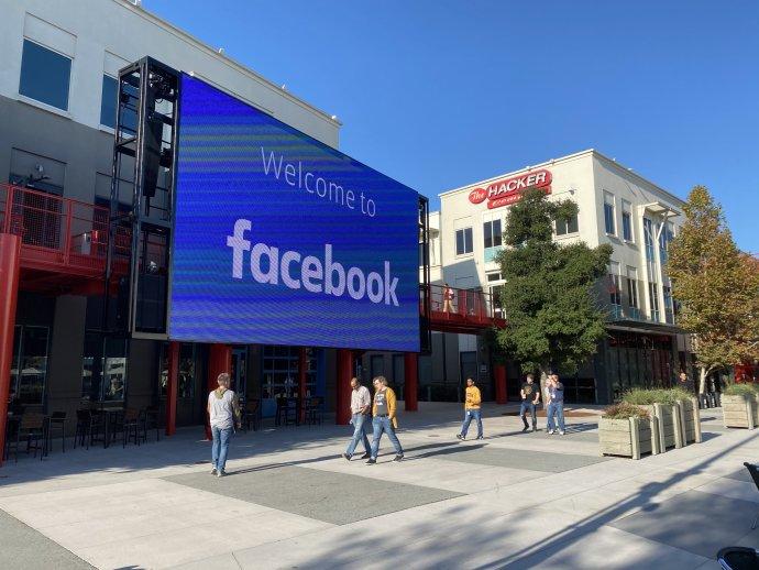 Vstup do sídla společnosti Facebook vkalifornském Menlo Park. Minulý pátek tu měli poněkud rušno. Foto: ČTK/DPA