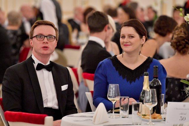 Ministryně práce a sociálních věcí Jana Maláčová a její manžel Aleš Chmelař, náměstek ministra zahraničí (10. ledna 2020). Foto: Vít Šimánek, ČTK