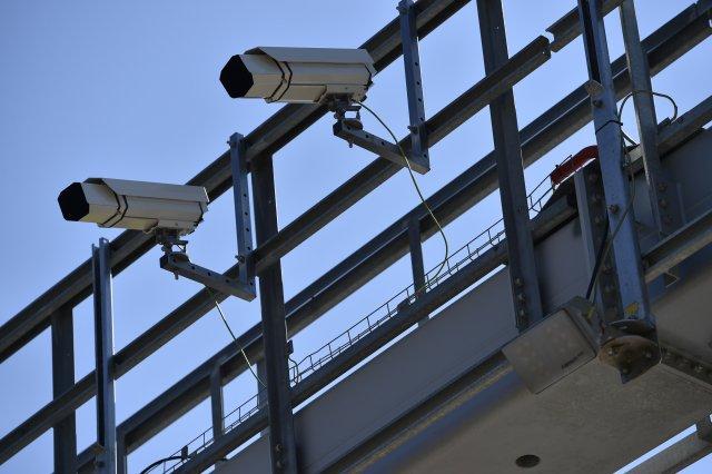 Kamery na mýtné bráně na D1 jsou součástí úsekového měření rychlosti. Co všechno ještě umějí? Foto:ČTK