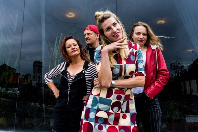 Dnešní podoba známé kapely spřevahou žen. Foto:Gaia Mesiah