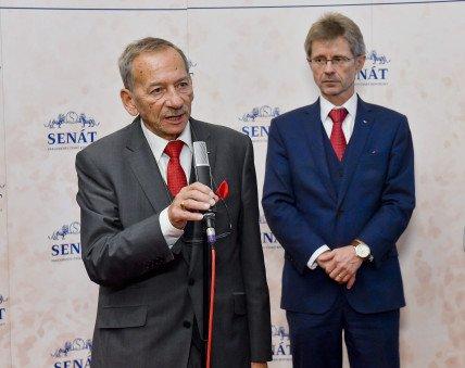 Předseda Senátu Miloš Vystrčil se svým předchůdcem Jaroslavem Kuberou na snímku z roku 2018. Foto: Vít Šimánek, ČTK