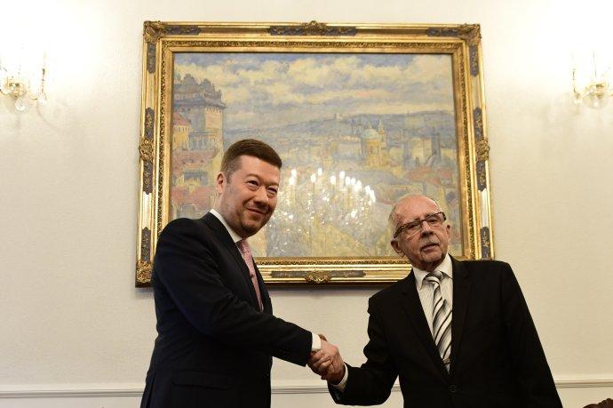 Nový ombudsman Stanislav Křeček složil slib do rukou místopředsedy Sněmovny Tomia Okamury. Foto: ČTK