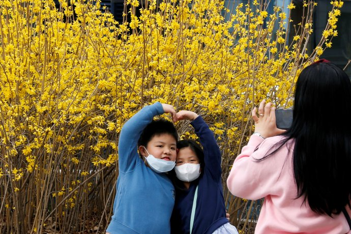 Aktuální čísla zJižní Koreje naznačují, že tamní boj skoronavirem slaví úspěch. Nových případů nákazy začíná ubývat, ikdyž zdaleka není vyhráno. Foto:Heo Ran, Reuters
