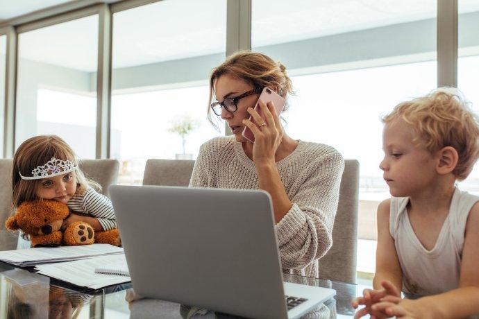 Home office smalými dětmi? Vřele doporučuje devět matek zdeseti. Foto:Adobe Stock