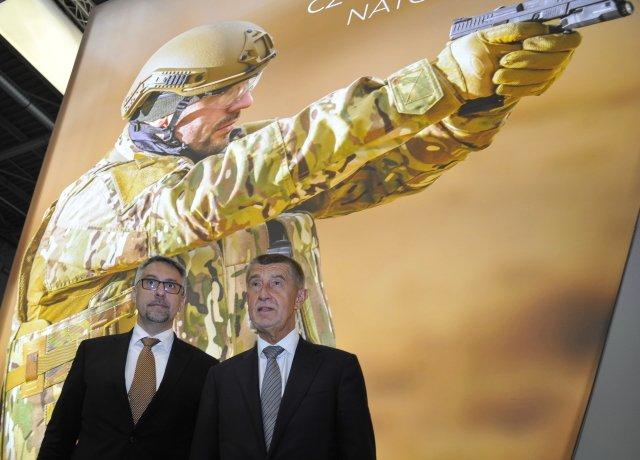 Aco budeme dělat, když propukne válka? (ministr Lubomír Metnar apremiér Andrej Babiš). Foto:ČTK