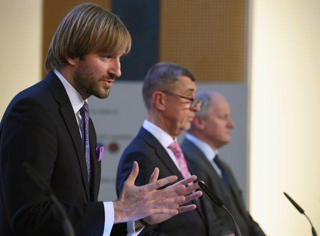 Ministr zdravotnictví Adam Vojtěch (vlevo), jeho tehdejší náměstek Roman Prymula a premiér Andrej Babiš. Foto:ČTK