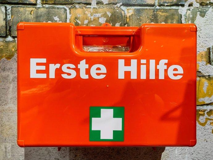 Erste Hilfe, první pomoc. Foto:Sebastian, Unsplash