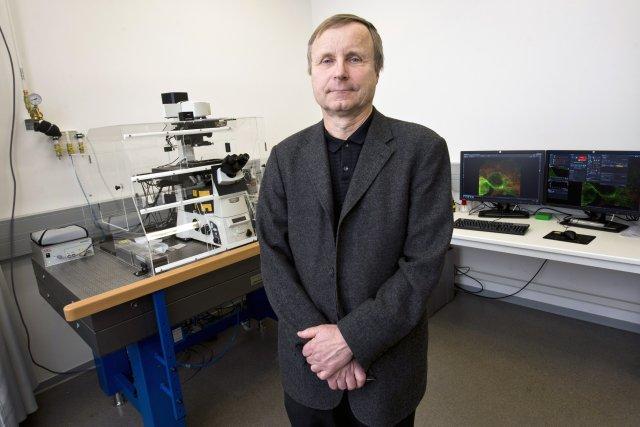 Profesor Václav Hořejší vÚstavu molekulární genetiky Akademie věd ČR, který dříve řídil. Foto:ČTK