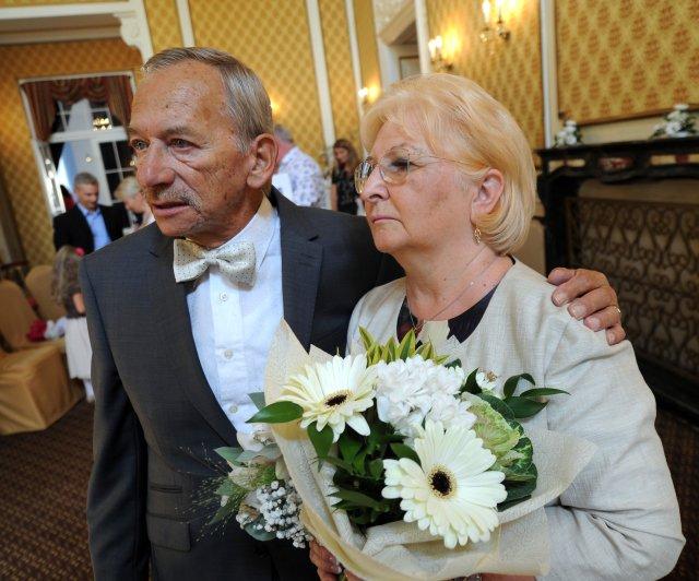 Jaroslav Kubera a jeho manželka Věra Kuberová v době, kdy spolu oslavili 15. září 2018 v Teplicích zlatou svatbu. Foto: ČTK