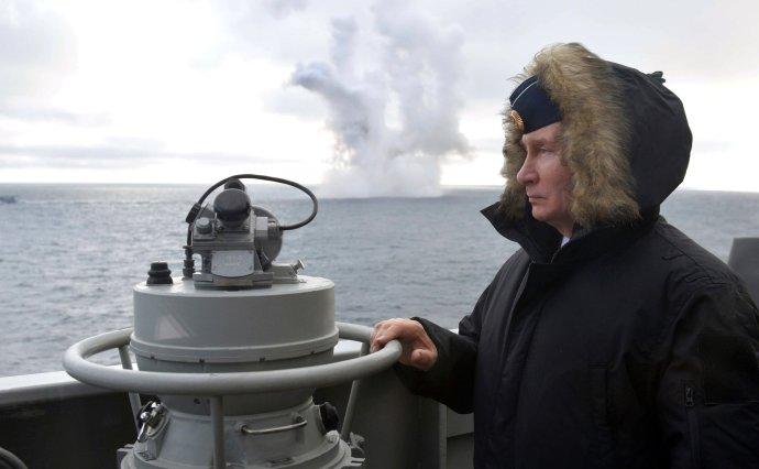 Putin je jako lodivod úspěšný vklidných vodách. Na rozbouřeném moři, které ho neposlouchá, mu není dobře. Foto: putin.kremlin
