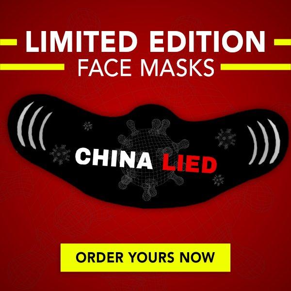 Prezident Trump sice roušky nosit nechce, ale jeho volební tým je prodává. Tuhle si mohou fandové koupit od 20 do 100 dolarů. Na tváři pak budou chodit s nápisem: Čína lhala. Myšleno o koronaviru, samozřejmě. Reprofoto: Kampaň Donalda Trumpa