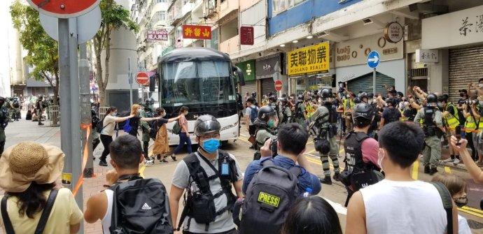 Vulicích Hongkongu se opět zatýkalo. Foto:Justin Wong Wing Chuen