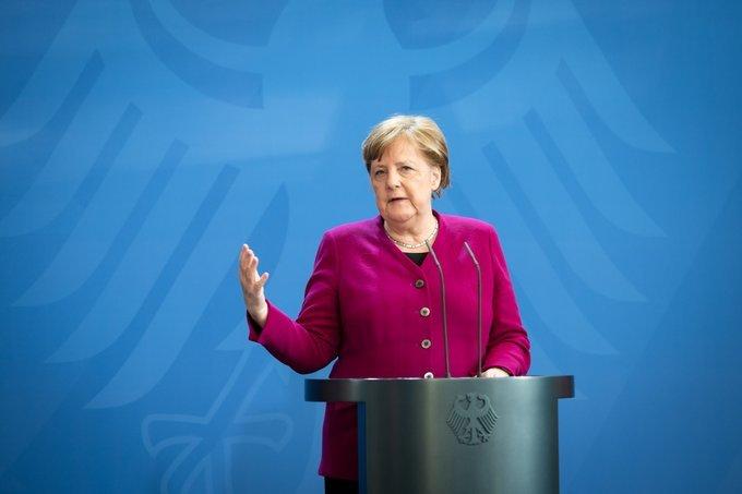 Německá kancléřka Merkelová na tiskovce po videokonferenci summitu EU. Foto:kancléřčin mluvčí Steffen Seibert, Twitter, RegSprecher