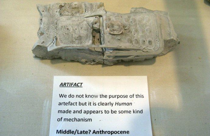 """Výtvarnice Libby Jonesová vytváří """"zkameněliny"""" antropocénu– doby člověka. Foto: Libby Jonesová"""
