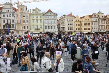 Demonstrace na pražském Staroměstském náměstí 9. června 2020. Foto: Ludvík Hradilek, Deník N