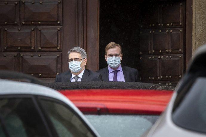 Ruský velvyslanec odchází zČernínského paláce, kde se dozvěděl ovyhoštění dvou diplomatů. Foto:Gabriel Kuchta, DeníkN