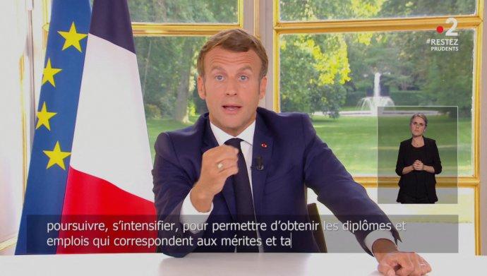 Prezident Emmanuel Macron Francouzům ve svém televizním projevu oznamuje, jaký je jeho plán na dobu po koronavirové krizi. Foto:ČTK/ABACA/Lafargue Raphael