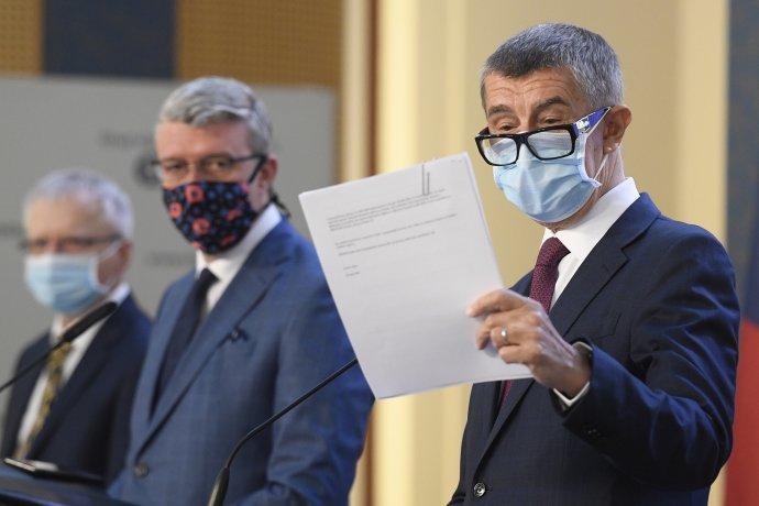 """Andrej Babiš nejednou uproblematických rozhodnutí část odpovědnosti svalil na své kolegy, kteří dle něj """"přišli snějakým nápadem"""". Foto:ČTK / Ondřej Deml"""