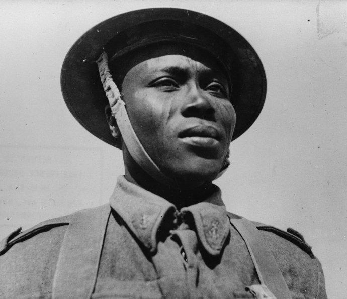 Čadský voják bojující za svobodnou Francii avroce 1942vyznamenaný válečným křížem. Foto:Library of US Congress