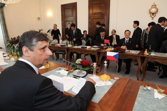 Premiér Jan Fischer při jednání s čínským protějškem Wen Ťia-paem. Foto: vlada.cz