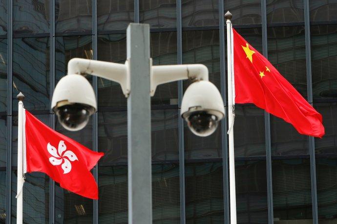 Kamery avlajky před úřadem Pekingu vHongkongu. Foto:Tyrone Siu, Reuters