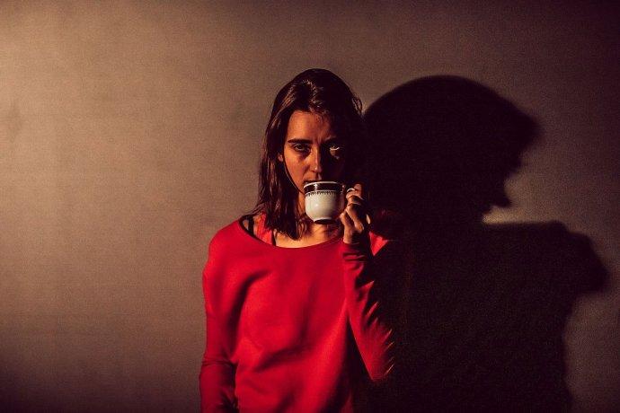 S kafem proti spánku. Foto: Tereza Veselá