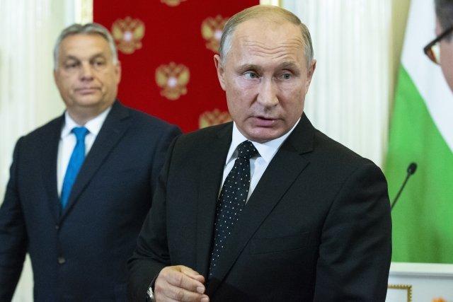 Ruský prezident Vladimir Putin amaďarský premiér Viktor Orbán. Jejich dvě země podle exministra financí Ivana Pilného v bankách vytvořily vedoucí mocenský tandem. Foto:ČTK/Reuters