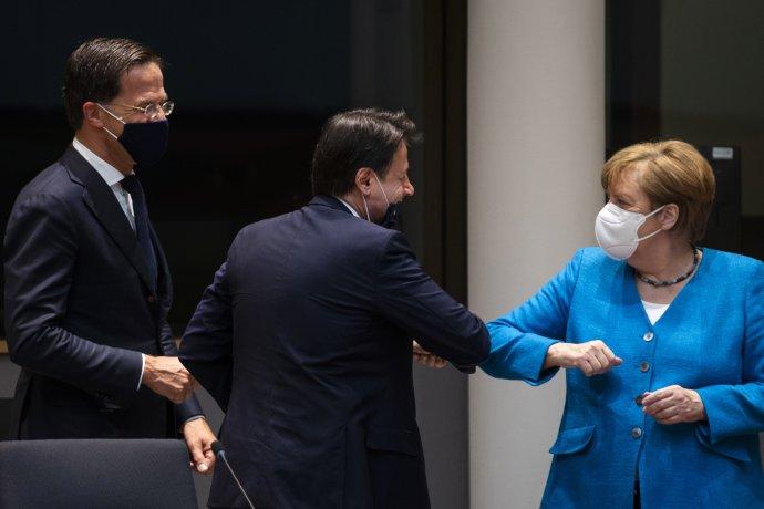 Nizozemský premiér Rutte, (vlevo), jeho italský protějšek Conte a kancléřka Merkelová: dva zcela protichůdné zájmy v rámci zadlužení EU a jedna snaha najít schůdný kompromis. Foto: ČTK/AP