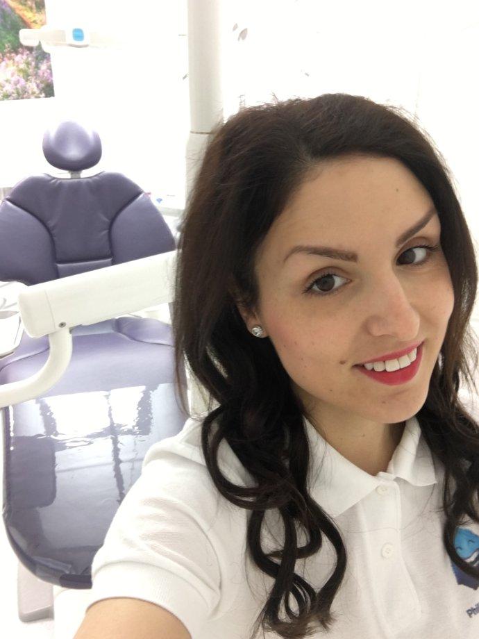 Dentální hygienistka Lucie Majtnerová v zubní ordinaci. S klienty bývá většinou sama. Foto: Lucie Majtnerová