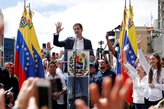 Juan Guaidó, předseda venezuelského Národního shromáždění, který se spodporou USA, EU avětšiny latinskoamerických zemí 23.ledna prohlásil přechodným prezidentem Venezuely. Foto:Carlos Rawlins, Reuters