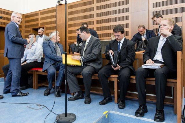 Jednání Krajského soudu v Hradci Králové v září 2016. Na snímku jsou zástupci obžalovaných firem. Foto: ČTK