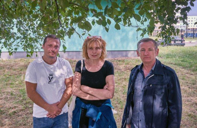 Reportérka Petra Procházková navštívila kromě demonstrací vMinsku také menší města. Na tajné schůzce mezi paneláky vSaligorsku se setkala například smístními stávkujícími horníky. Foto:DeníkN