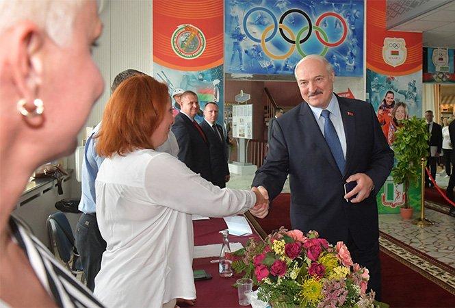 Lukašenko při hlasování v Běloruské státní univerzitě tělovýchovy. Foto: Úřad běloruského prezidenta