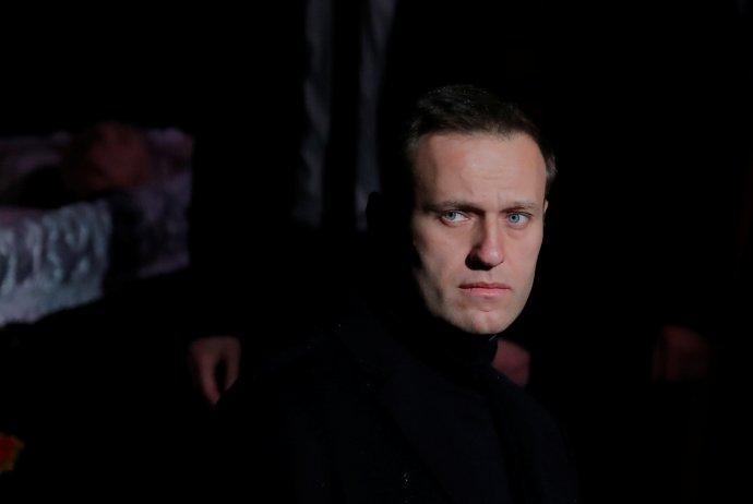 Alexej Navalnyj měl dnes možná poslední možnost veřejně vystoupit. Příštích 2,5roku by měl strávit za ostnatým drátem. Foto:Maxim Šemetov, Reuters