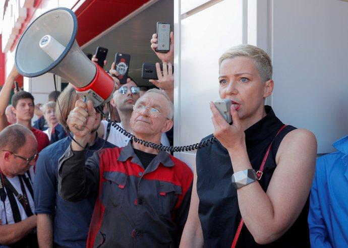 Běloruská opoziční politička Maryja Kalesnikavová na demonstraci proti prezidentským volbám aLukašenkovi vMinsku 17.srpna 2020. Od 7.září je vězněna. Foto:Vasiluij Fjodosenko, Reuters