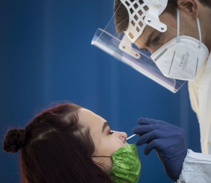 PCR test pro každého zdarma od 1. června? Jen někde. Ilustrační foto: Gabriel Kuchta, Deník N