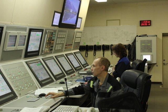 Zaměstnanci Rosatomu na palubě plovoucí jaderné elektrárny Akademik Lomonosov. Foto: ČTK