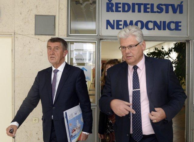 Šéf Fakultní nemocnice v Motole Miloslav Ludvík (vpravo) je jediným kandidátem do Senátu s podporou premiérova hnutí ANO v Praze. Foto: ČTK