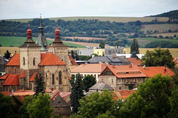 Obyvatelé Středočeského kraje těží z blízkosti hlavního města, ať už jde o výdělky, nabídku práce nebo dostupnost služeb. Ilustrační foto: Ivabalk, Pixabay