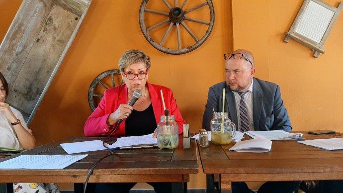 Senátní kandidátka Trikolóry Ivanka Kohoutová na předvolební besedě. Foto:Jan Moláček, DeníkN