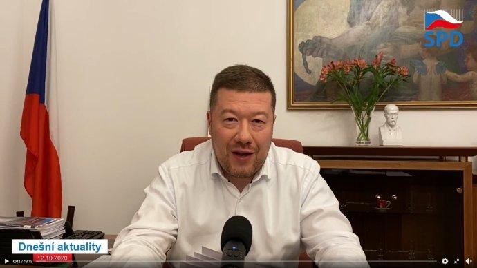 Tomio Okamura ve videoproslovu na své facebookové stránce. Reprofoto:DeníkN